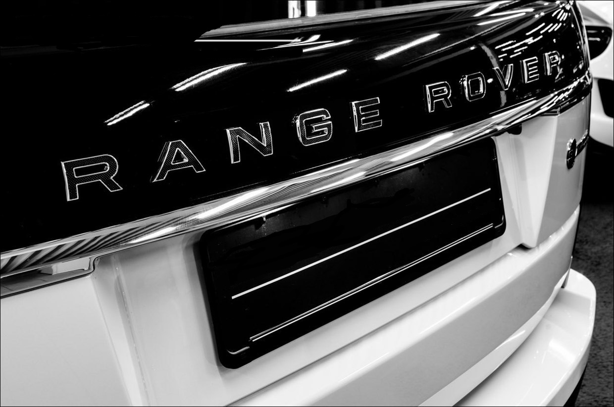 Задняя надпись &quot;Range&quot; | Black <p>Bright Chrome | Range Rover